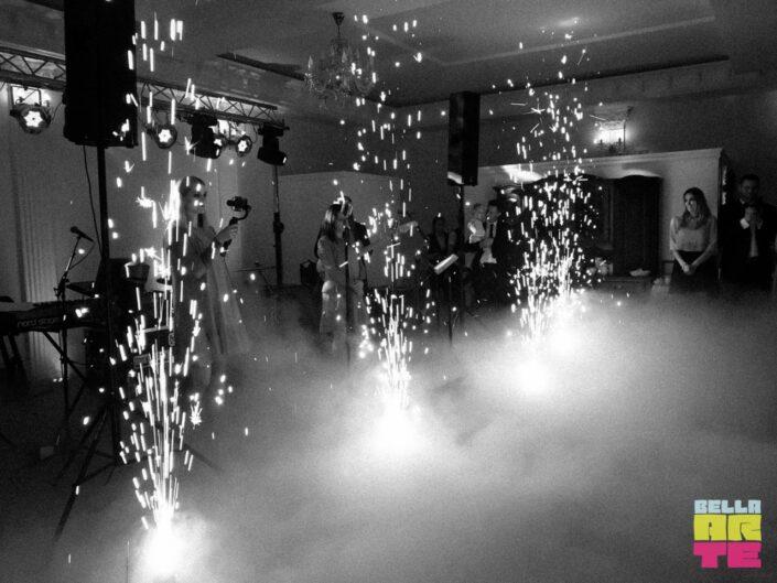 Fontanny sceniczne wesele. Fontanny iskier - zimne race